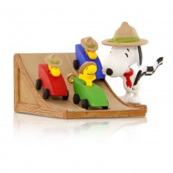 peanuts-the-race-is-on-snoopys-beagle-scouts-pinewood-derby-ornament-root