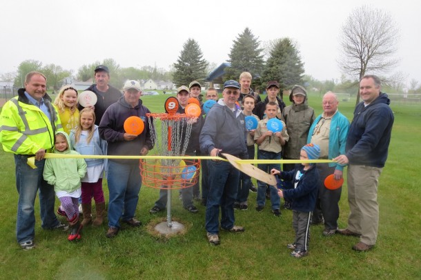 Disc Golf Ribbon Cutting2